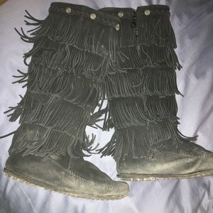 Women's size 8 fringed moccasin type boot